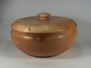 Ref. MA2118 - Pieza con tapa torneada en madera de Aliso